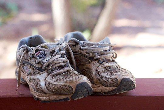 Миризливи маратонки